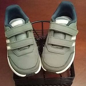 Adidas toddler size 10 Velcro tennis shoes